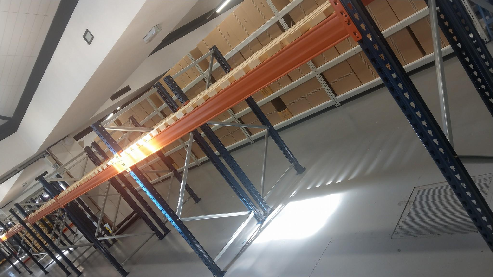Low level pallet racking with open timber decks